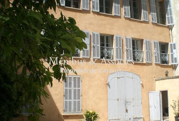 Photo de : Grande maison en centre ville à Marseille