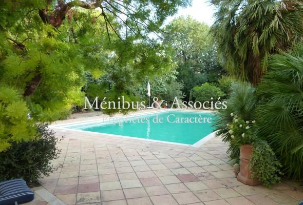 Photo de : Prado, appartement avec jardin et piscine
