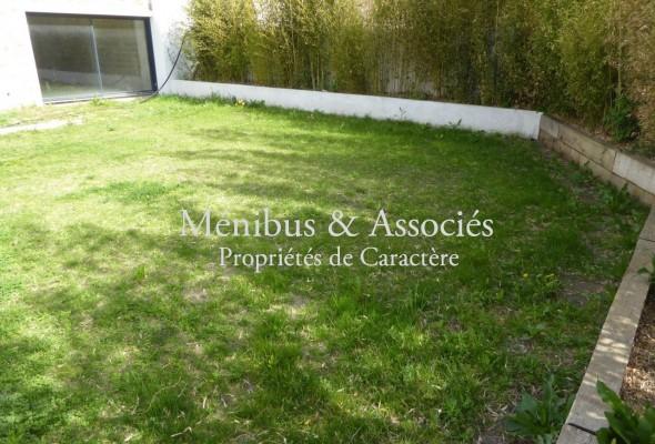 Photo de : Appartement contemporain avec jardin