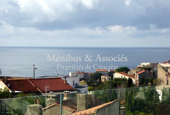 Photo de : Charmante maison avec vue mer à Bompard