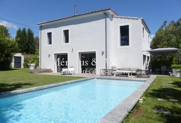 Photo de : Maison contemporaine à Eoures